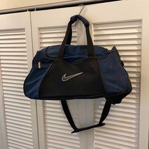 Nike Vintage Medium Unisex Duffle/Gym/Weekend Bag
